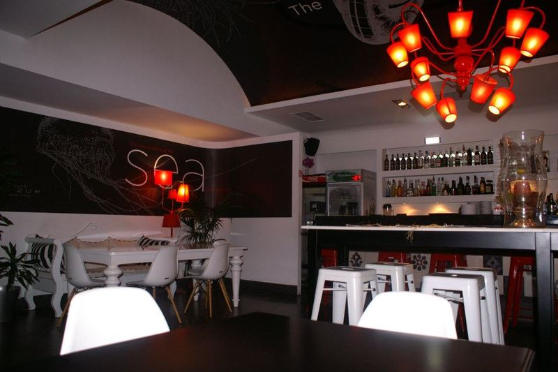 Dazur Cafe - Restaurant - Bar